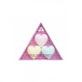 Makeup Revolution London I Heart Revolution Pastel Heart Fizzer Pianka do kąpieli 40g Strawberry zestaw upominkowy